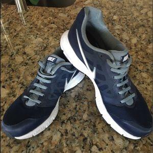 Nike navy men's sneakers
